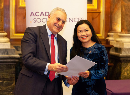 Professor Becky P.Y. Loo received the certificate of Fellow of the Academy of Social Sciences