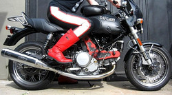 an- red boots, black duc all legs