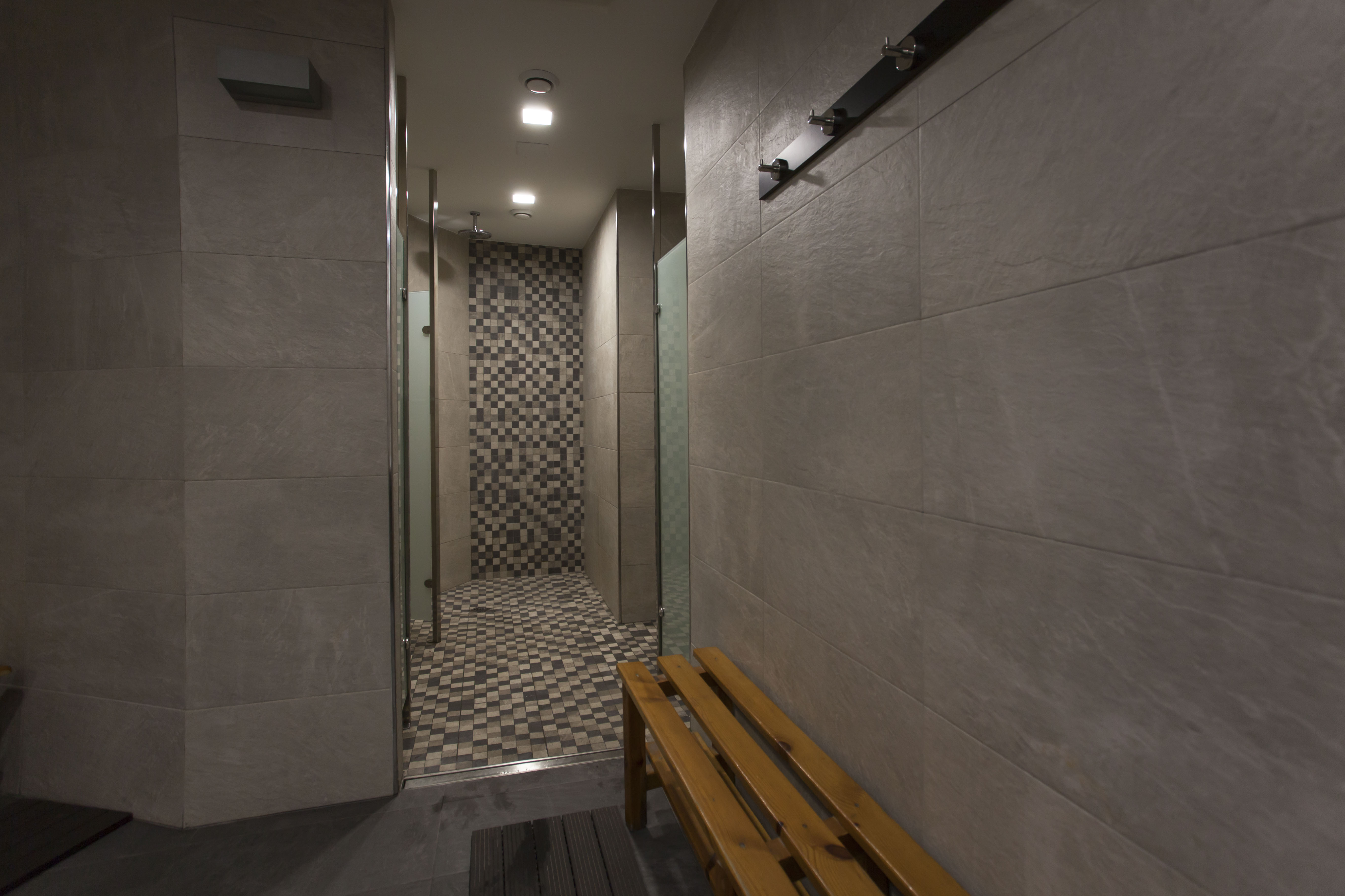 Baños en gimnasio