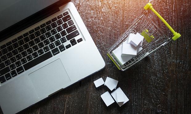 laptop-blank-screen-hopping-cart-full-gi