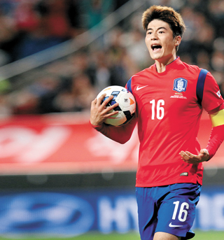 Ki Sung-Yeung representing his country, as he will be throughout January