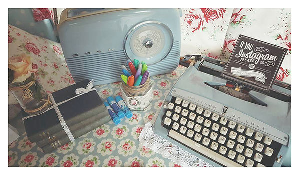 Daisy Vintage Caravan Bush radio and typewriter