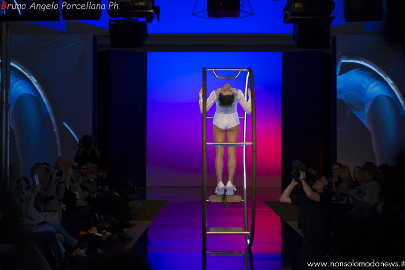 Performer Acrobata Ruota Sfilate