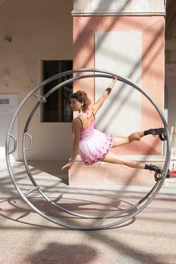 Elisa Zanlari acrobat show