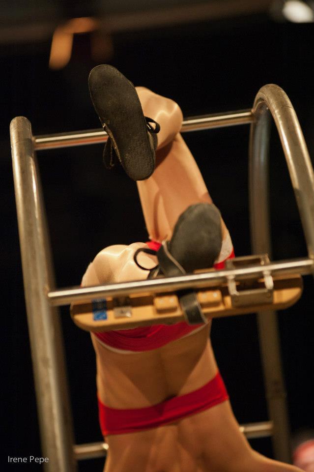 Elisa Zanlari acrobatic performer