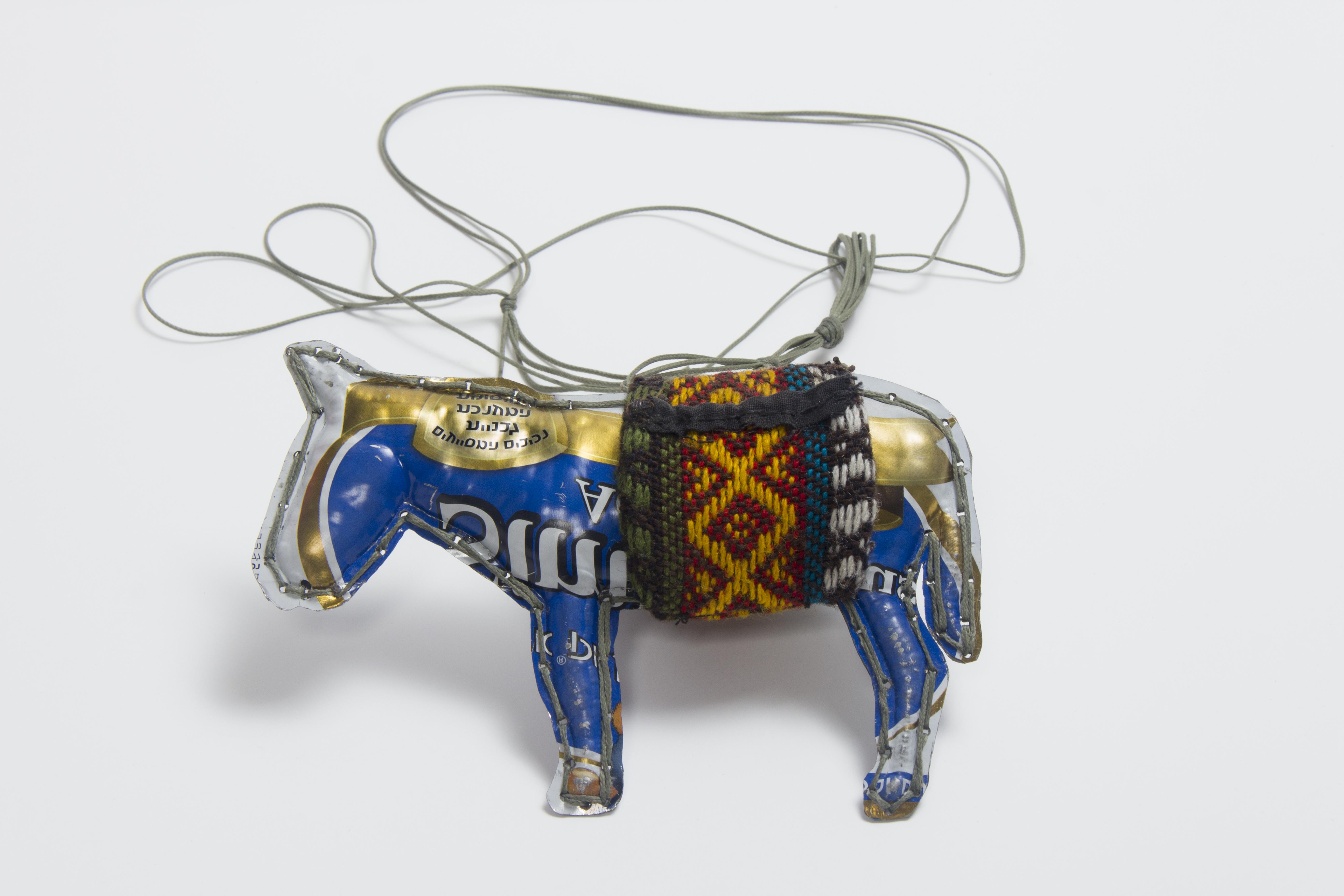 Donkey III, Pendant