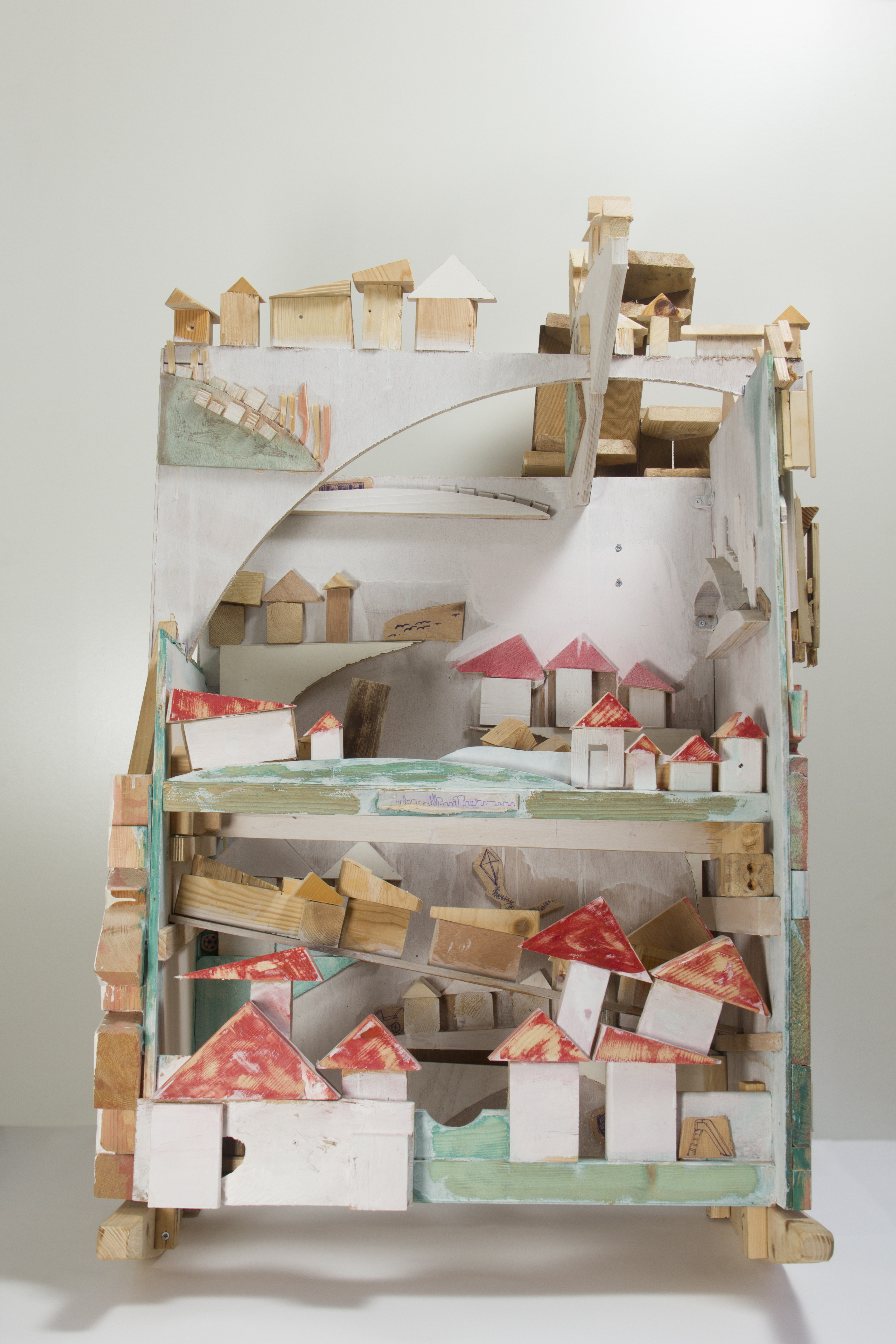 Cradle (2014); Wood; 120x65x80 (1)