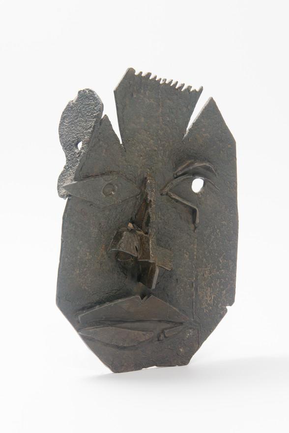 Shelf portrait (2008); Bronze;27x19.jpg