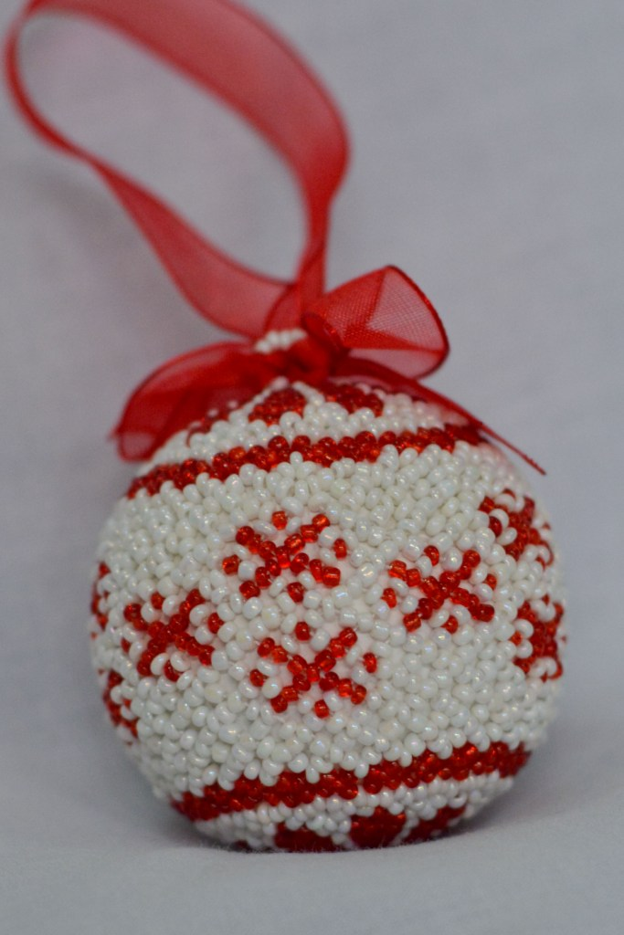 Snowflake White with Red Flower