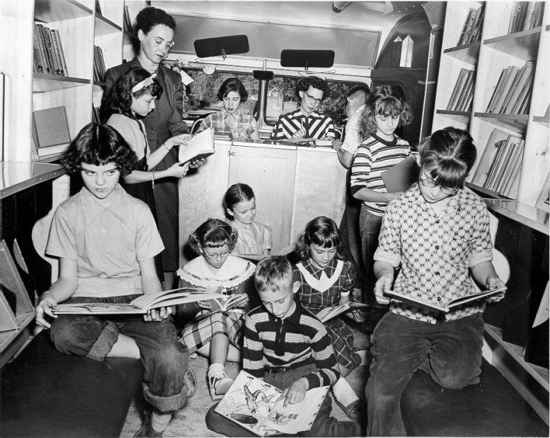 bookmobile_1953(lg)5.jpg