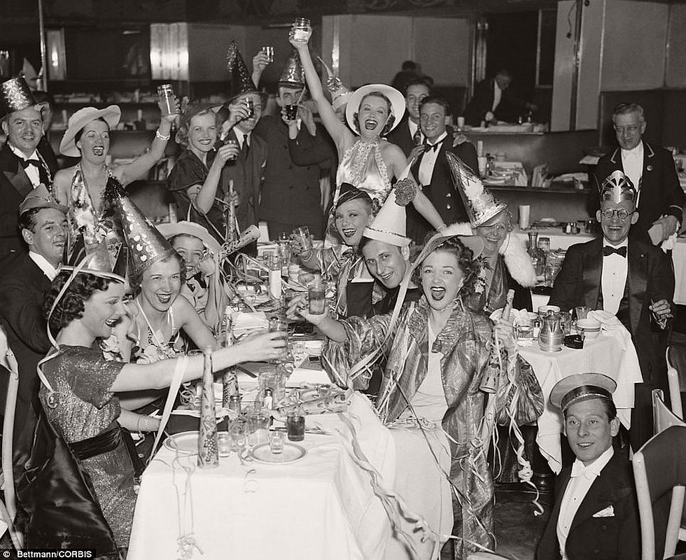 vintage-new-years-eve-celebrations-1930s