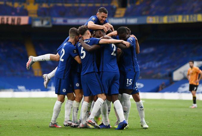 Jogadores do Chelsea comemoram um dos gols na vitória contra o Wolves. (@ChelseaFC)
