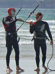 WEST GLISS: ECOLE DE KITESURF / BOUEE TRACTEE kitesurf sur la plage de PENTREZ CROZON MORGAT en baie de Douarnenez  Finistere Bretagne Brest Quimper Morgat