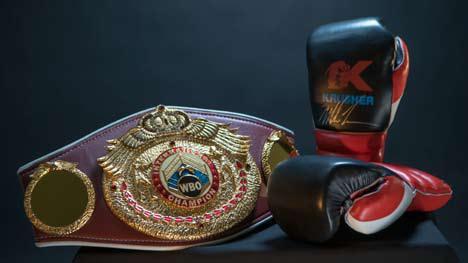 Боксерские перчатки с автографом Майка Тайсона и пояс WBO international Магомеда Курбанова