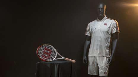 Теннисная ракетка и спортивная форма с автографом Роджера Федерера