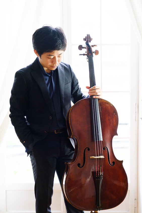 KeisukeMorita_standing_facedown.jpg