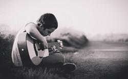 7008323-boy-play-guitar.jpg