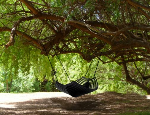 Hängematte an Baum befestigt