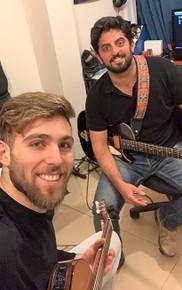 שיעור גיטרה בסטודיו מקצועי