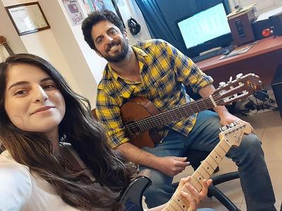 שיעור גיטרה עם אפרת כהן