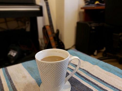 קפה וגיטרה