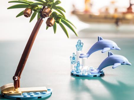 LEGO Ideas Dream Holiday Sailboat: August GWP