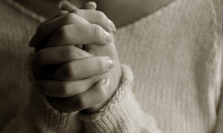 woman-praying-hands-600x360.jpg