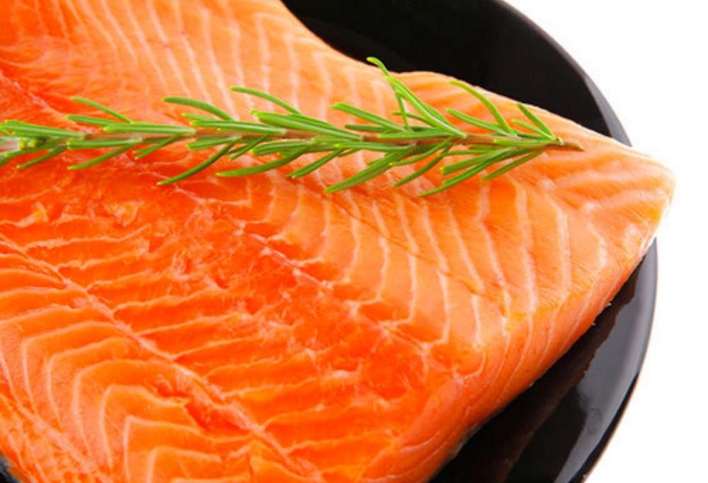Te veel vis tijdens zwangerschap kan overgewicht veroorzaken bij kind.