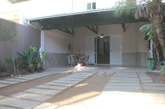 Vende-se excelente casa na Praia Brava!