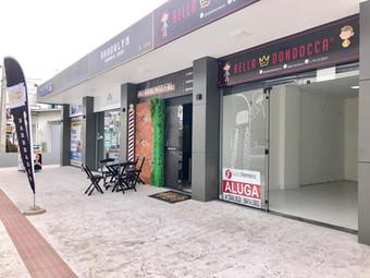 Aluga-se sala comercial no Centro de Itajaí.