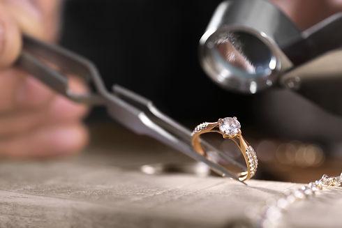 指輪の鑑定