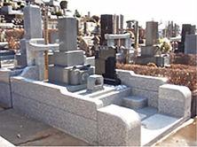 多くの墓石