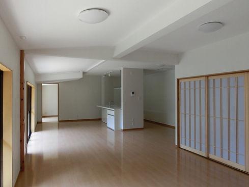 広く白い部屋