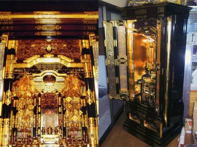 二つの金色が施された仏壇