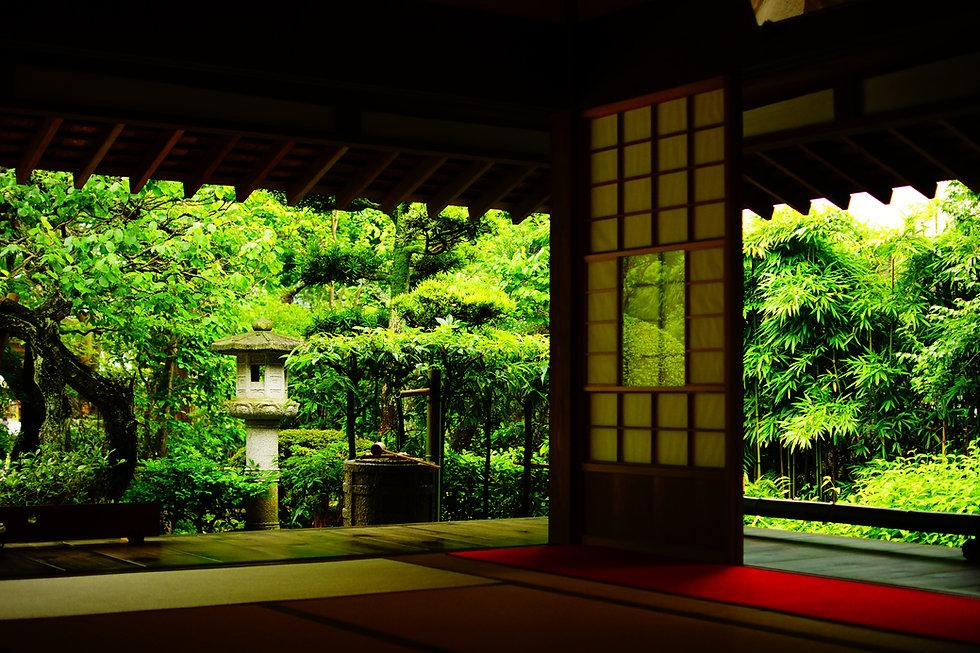 お寺の縁側.jpg