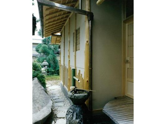 竹でデザインされた外壁