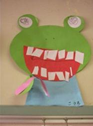 紙で制作したカエル