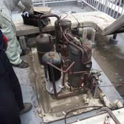 設備工事中の機械