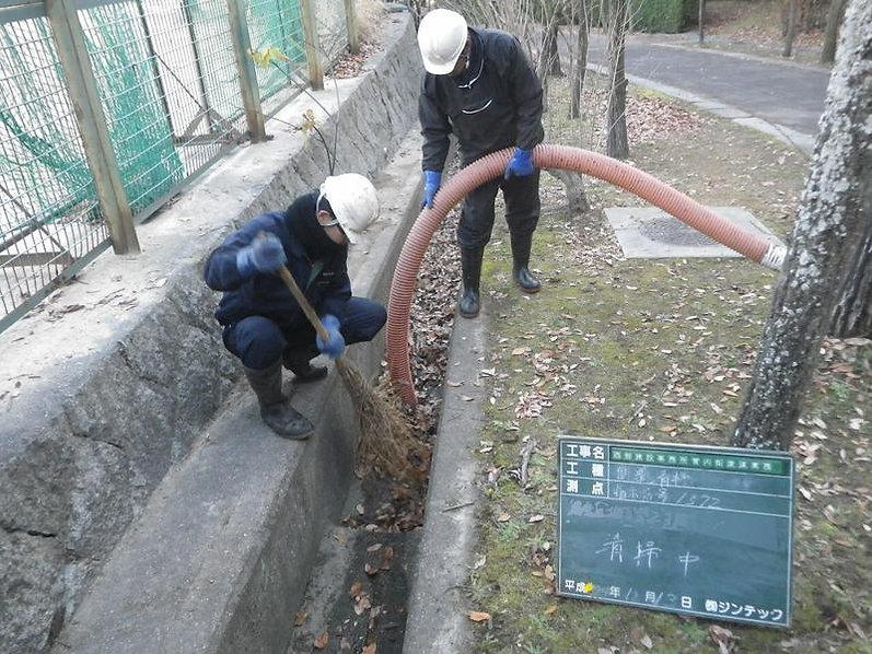 側溝の清掃