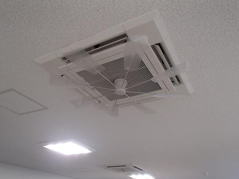 天井の業務用空調装置