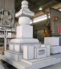 白を基調にした墓石