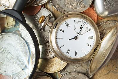 時計と古い小銭