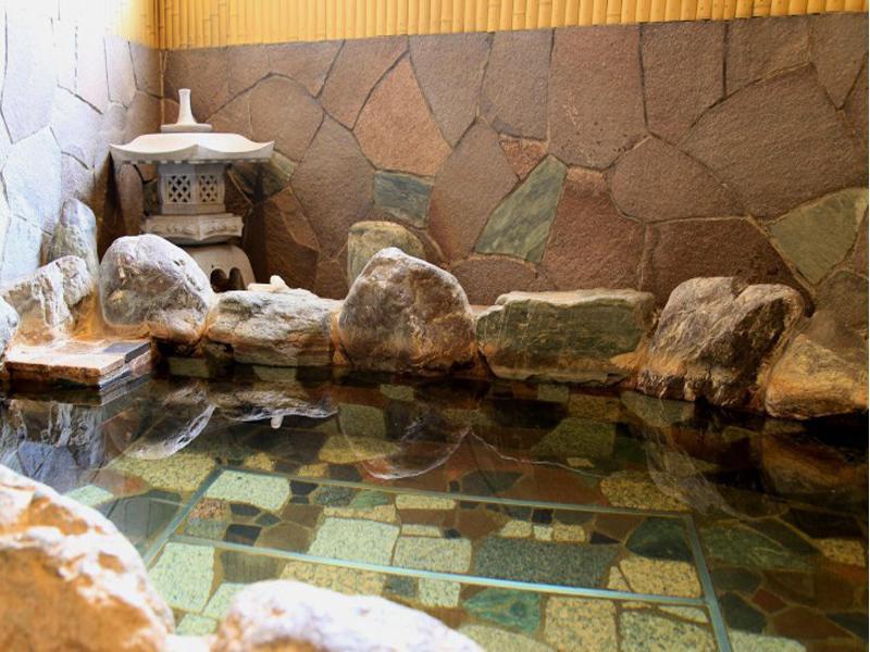 若松湯の岩風呂