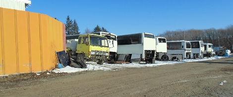 廃車バスとトラック
