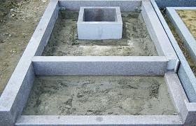 乾燥後巻石をアンカーボルトに固定