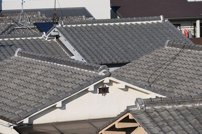 住宅街の瓦屋根