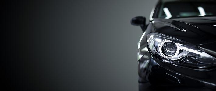 黒い車のヘッドライト