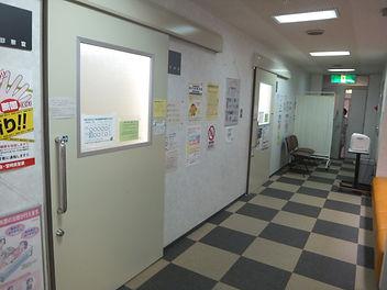 診療室前廊下