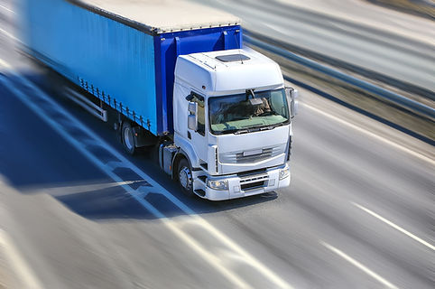 輸送中のトラック