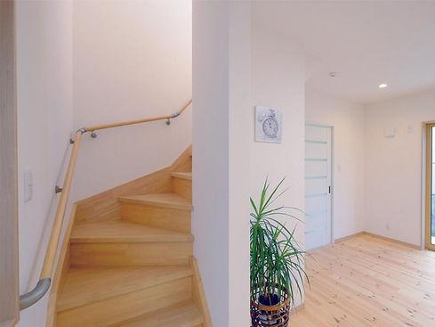 バリアフリー設計の階段